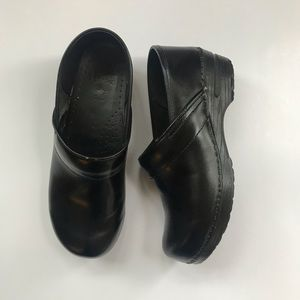 Dansko women's classic black leather clogs size 41